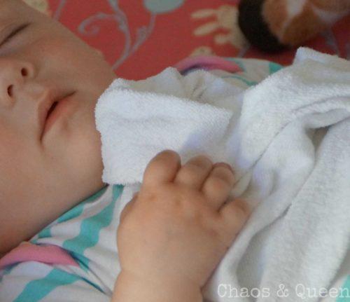 Baby mit Schnuffeltuch