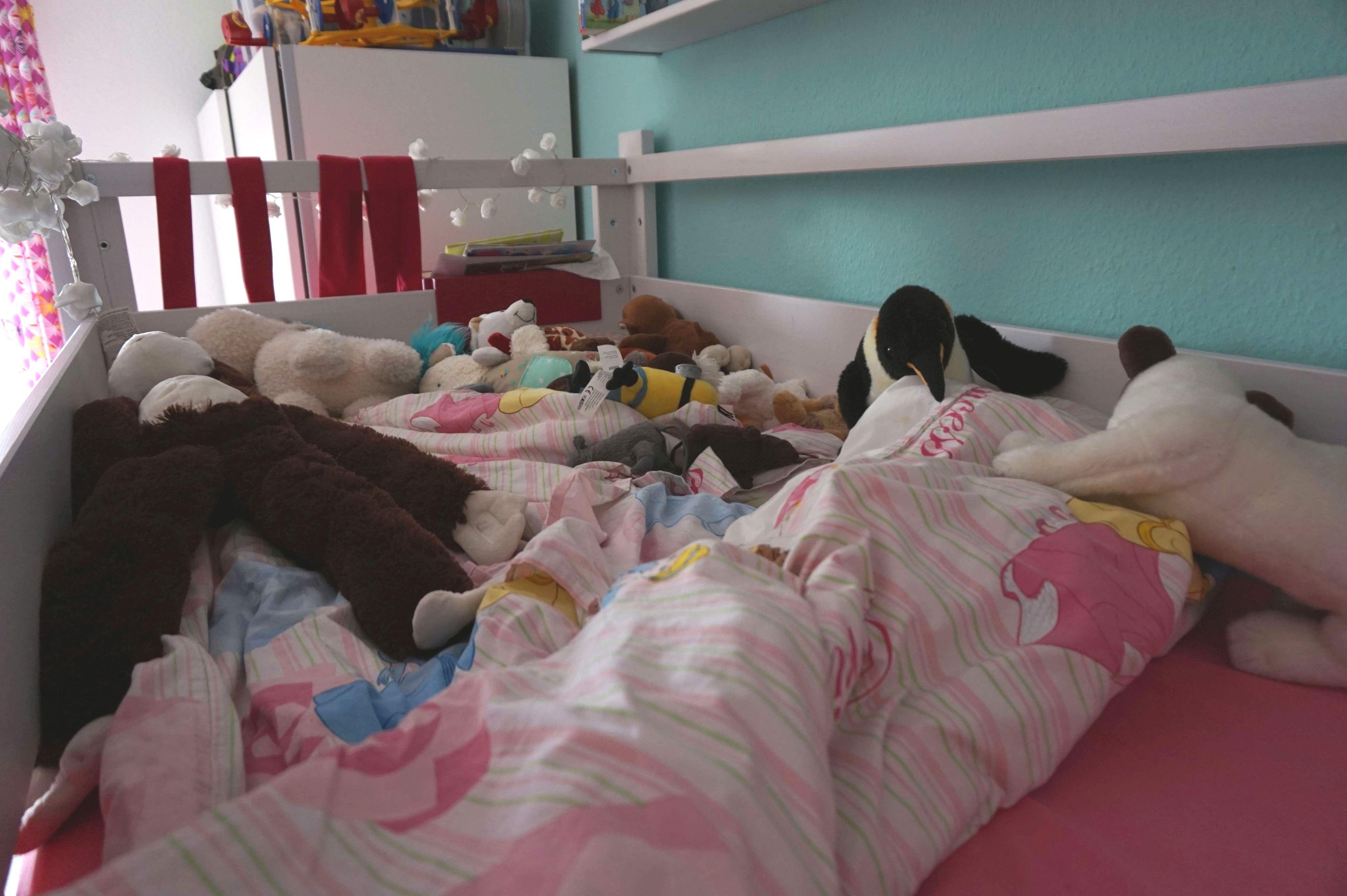 ein neues kinderbett f r das chaosm dchen die entscheidung. Black Bedroom Furniture Sets. Home Design Ideas