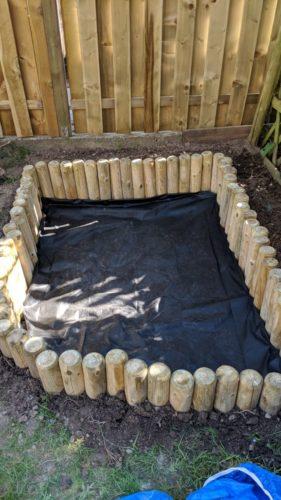 Sandkasten mit Unkrautvlies ausgelegt