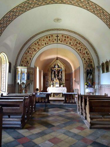 Kapelle Innenansicht Sarnthein Putzer Kreuz