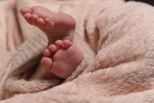 Babyfüße Neugeborenes