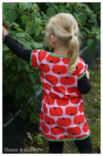 Kleid mit Tomatenaufdruck