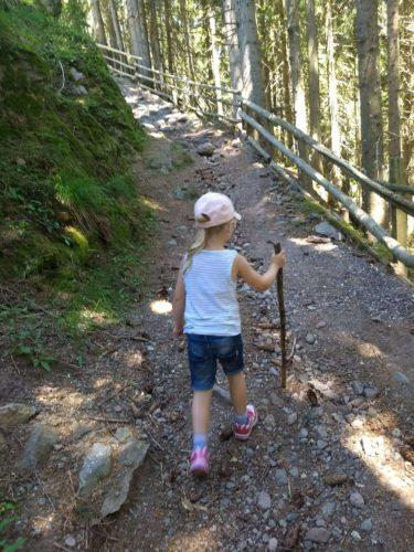 Wandern mit Kind zum Putzer Kreuz