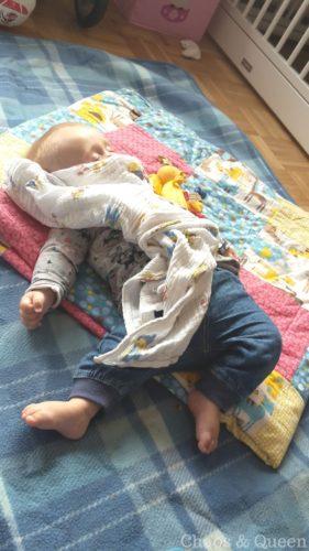 schlafenden Baby mit Schnuffeltuch